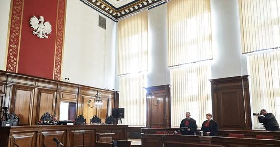 Na rok więzienia Sąd Rejonowy w Gdańsku skazał Bartłomieja W., wnuka b. prezydenta, oskarżonego m.in. o to, że w 2018 r. razem z dwoma znajomymi napadł w centrum Gdańska na turystę ze Szwecji. Wyrok nie jest prawomocny.
