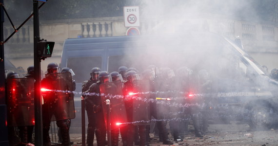 Podczas paryskiej demonstracji lekarzy i pielęgniarek wybuchły zamieszki. Do protestu przyłączyły się m.in. młodzieżowe bandy z imigranckich gett i bojówki anarchistów. Część uczestników demonstracji zaczęła podpalać samochody, oraz obrzucać policjantów kamieniami i butelkami.