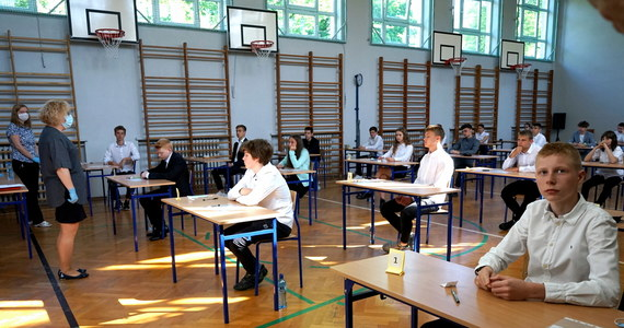 Egzamin ósmoklasisty 2020. Dziś uczniowie zmierzą się z matematyką - RMF 24