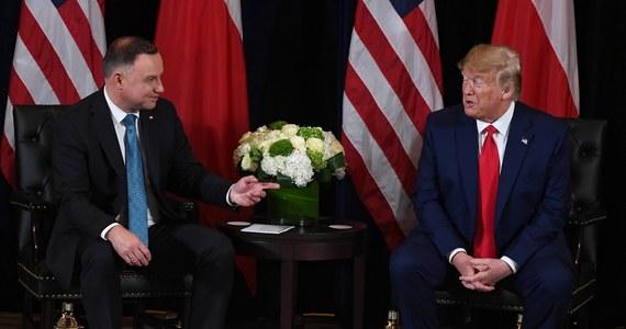 Prezydent Andrzej Duda ma być pierwszym zagranicznym przywódcą przyjętym przez prezydenta Stanów Zjednoczonych Donalda Trumpa od początku epidemii koronawirusa. Jak dowiedział się od anonimowego źródła w Pałacu Prezydenckim dziennikarz RMF FM Michał Zieliński, do wizyty miałoby dojść jeszcze przed wyborami prezydenckimi w Polsce.