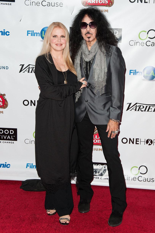 Amerykański perkusista, znany przede wszystkim z działalności w Quiet Riot, Frankie Banali, trafił do szpitala. Jego żona wyjaśniła, że mimo poważnej choroby, muzyk jeszcze nie umiera.