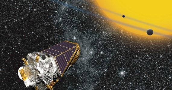 """W naszej Galaktyce, Drodze Mlecznej, może znajdować się do 6 miliardów podobnych do Ziemi planet - piszą w czasopiśmie """"The Astronomical Journal"""" astronomowie z University of British Columbia. Ich szacunki wskazują na to, że jedna taka planeta może przypadać na pięć podobnych do naszego Słońca gwiazd. To kolejna w tym tygodniu publikacja na łamach tego czasopisma, która próbuje odpowiedzieć na pytanie, jak powszechnie mogą w Drodze Mlecznej występować warunki sprzyjające powstaniu życia. W poniedziałek badacze z University of Nottingham ogłosili, że w naszej Galaktyce może istnieć około 36 aktywnych, inteligentnych i zdolnych do wysyłania informacji cywilizacji."""