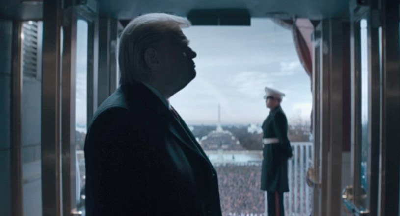 """Pod koniec listopada na antenie stacji Showtime zadebiutuje czterogodzinny serial """"The Comey Rule"""". W postać Donalda Trumpa wcieli się w nim Brendan Gleeson. Stacja opublikowała pierwsze zdjęcie, na którym można zobaczyć, jak aktor prezentuje się w roli prezydenta Stanów Zjednoczonych."""