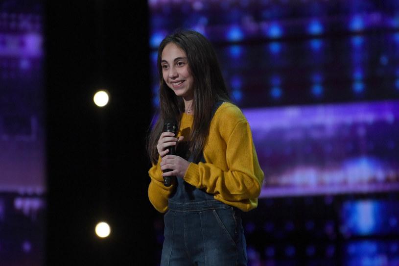 """12-letnia Ashley Marina wykazała się sporym opanowaniem podczas swojego występu castingowego w amerykańskim """"Mam talent"""". Simon Cowell przerywał jej bowiem aż dwukrotnie. Widzów zastanowiło natomiast, gdzie podziała się Heidi Klum."""