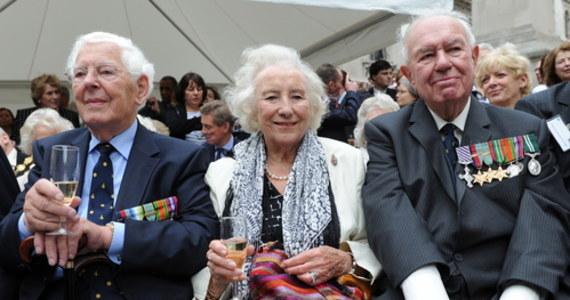 Vera Lynn, brytyjska piosenkarka, której utwory podnosiły na duchu Brytyjczyków w czasie II wojny światowej, a ostatnio także w czasie epidemii koronawirusa, zmarła w czwartek rano w wieku 103 lat - poinformowała rodzina artystki.