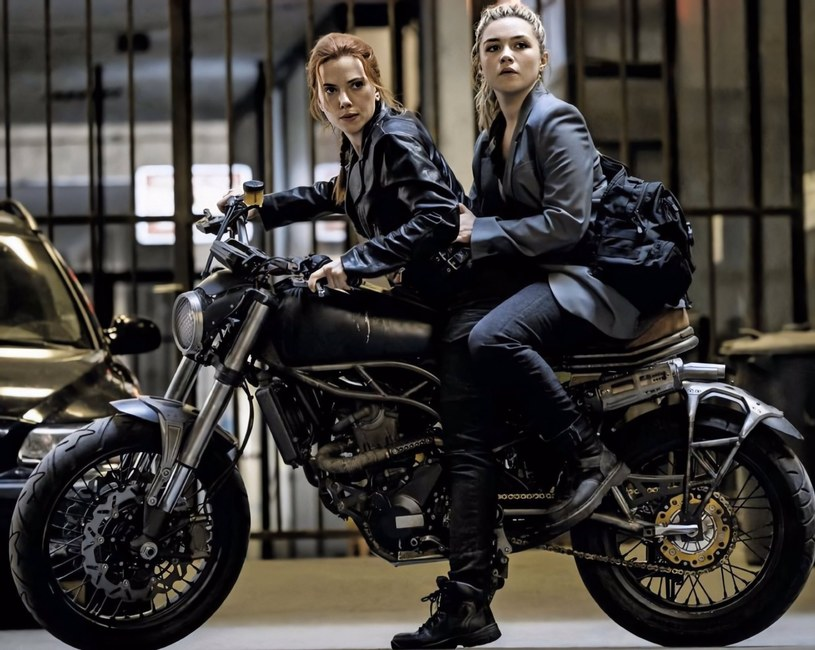 """""""Czarna Wdowa"""" ze Scarlett Johansson w roli tytułowej miała trafić do kin 1 maja tego roku. Z powodu pandemii COVID-19 do planowanej premiery nie doszło, a film ma pojawić się w kinach dopiero 6 listopada. Wiele wskazuje na to, że niektórzy szczęśliwcy zobaczą tę kolejną odsłonę komiksowego uniwersum Avengers nieco wcześniej. To gracze NBA i ich rodziny, którym kinowe seanse mają umilić dokończenie rozgrywek ligi."""
