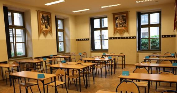 Za maturzystami egzamin z języka niemieckiego na poziomie rozszerzonym. Na RMF24.pl publikujemy arkusz zadań wraz z przykładowymi odpowiedziami opracowanymi przez ekspertów dla portalu Interia.pl.