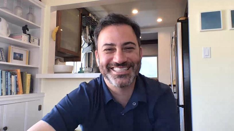 Prowadzący Jimmy Kimmel Live ogłosił w czwartek, 18 czerwca, że resztę lata spędzi z rodziną. 52-letni ulubieniec fanów telewizji od razu ich uspokoił stwierdzeniem, że nie jest chory. Chce po prostu pobyć z bliskimi.