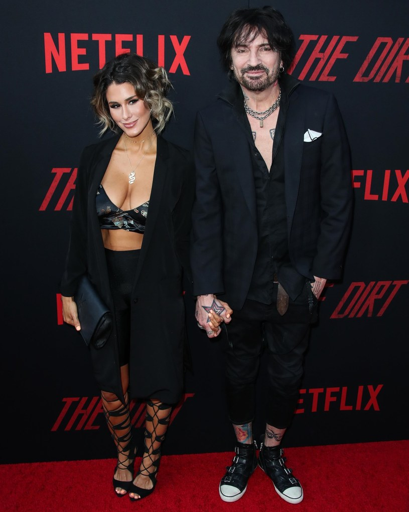 Tommy Lee przyznał, że stał się ogromnym fanem TikToka po tym,  jak aplikację pokazała mu jego żona, gwiazda internetu Brittany Furlan.