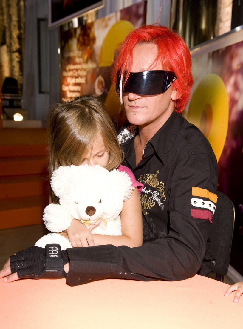 """""""Punk's not dead"""" - przekonuje Michał Wiśniewski, który do swojego najnowszego teledysku zaprosił swoją córkę Fabienne."""