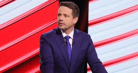 41,3 proc. badanych zadeklarowało oddanie głosu w wyborach prezydenckich na prezydenta Andrzeja Dudę, a 28,2 proc. na kandydata KO Rafała Trzaskowskiego - wynika z najnowszego sondażu IBRiS dla Onetu. Trzeci w sondażu jest szef PSL Władysław Kosiniak-Kamysz z wynikiem 8,3 proc.