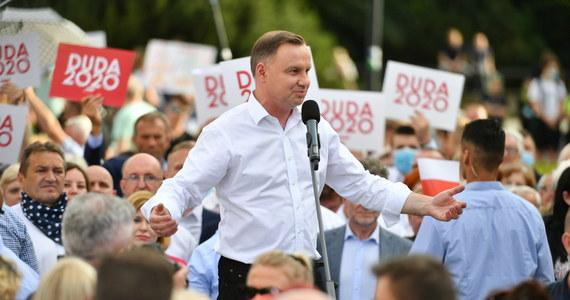 """""""Przez pięć lat prowadziłem polskie sprawy, głównymi polami, którymi się zajmowałem i chcę się dalej zajmować są: rodzina, bezpieczeństwo, praca, inwestycje i godność"""" - oświadczył w sobotę prezydent Andrzej Duda."""