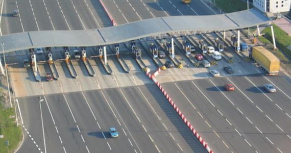 Będą kłopoty z przejazdem autostradą A4 w rejonie Katowic i Mysłowic. W nocy i rano ruch na autostradzie w obu kierunkach ma być całkowicie wstrzymywany. Weźcie to pod uwagę, jeśli na przykład planujecie jazdę na lotnisko w podkrakowskich Balicach.