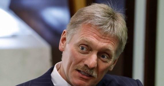 """Stosunki Federacji Rosyjskiej z Polską są dzisiaj na najniższym możliwym poziomie, co stoi w sprzeczności z interesami obu krajów - oświadczył rzecznik Kremla Dmitrij Pieskow w programie 'Wielka Gra"""" w państwowej telewizji Kanał 1."""