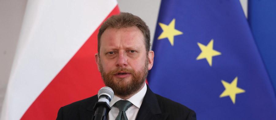 Czy szef resortu zdrowia Łukasz Szumowski powinien zostać odwołany ze stanowiska? Najnowszy sondaż Kantar dla Faktów TVN i TVN 24 pokazuje, że Polacy są w tej sprawie podzieleni.