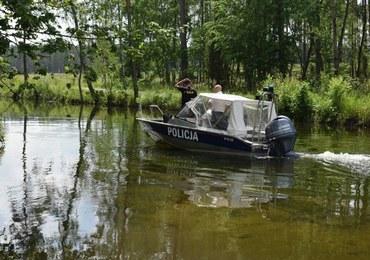 83-latek niemal utopił się w bagnie. Szczekanie wiernego psa ściągnęło pomoc
