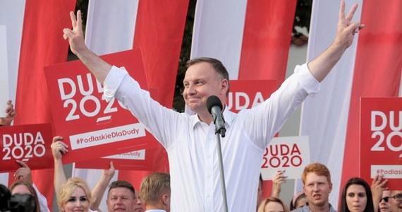 Jeśli w najbliższą niedzielę odbyłyby się wybory prezydenckie Andrzej Duda mógłby liczyć na 41 proc. poparcia, Rafał Trzaskowski - 27,1 proc., a Szymon Hołownia - 8,9 proc. - wynika z sondażu IBRIS przeprowadzonego na zlecenie Wirtualnej Polski.