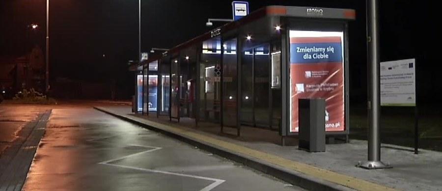 Policja zatrzymała mężczyznę, który w środę zaatakował kierowcę rejsowego busa w Krośnie. 34-latek usłyszał zarzut usiłowania zabójstwa.