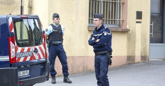 W poniedziałek policja w Dijon przeprowadziła trzecią akcję w dzielnicy Les Gresilles w związku z zamieszkami, do których doszło w tym mieście 10-15 czerwca. Za posiadanie broni i narkotyków aresztowano dziewięć osób - poinformowała prokuratura.