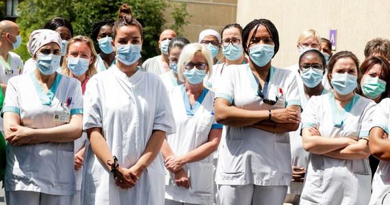 W niedzielę odnotowano na świecie ponad 183 tys. zakażeń koronawirusem, najwięcej w ciągu jednego dnia od wybuchu pandemii - poinformował szef Światowej Organizacji Zdrowia (WHO) Tedros Adhanom Ghebreyesus. Łączna liczba przypadków przekroczyła - według Reutera - 9 milionów.