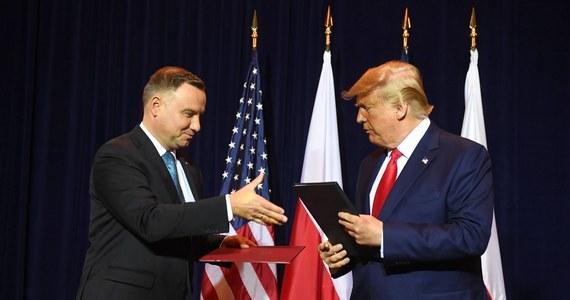 """Dwukrotnie więcej żołnierzy, niż planowano, dowództwo na szczeblu korpusu, a także 30 samolotów F-16. Obecność wojsk USA będzie w Polsce bardziej widoczna, ale stacjonować będą na specjalnych prawach - pisze we wtorek """"Dziennik Gazeta Prawna"""". Przypomina, że w środę prezydenci Polski Andrzej Duda i USA Donald Trump potwierdzą w Waszyngtonie zasady, na jakich zostanie zwiększona obecność USA w Polsce."""