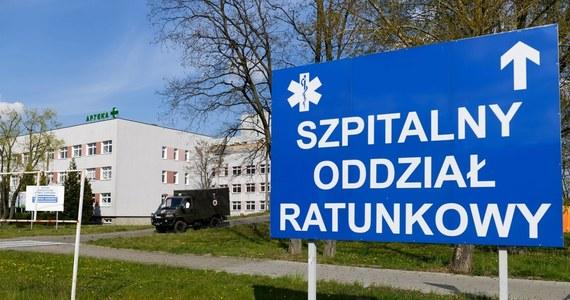 Mamy 300 nowych przypadków zakażenia koronawirusem - poinformowało Ministerstwo Zdrowia. Pacjenci pochodzą z województw: śląskiego (129), łódzkiego (40), mazowieckiego (40), wielkopolskiego (27), pomorskiego (19), dolnośląskiego (10), podlaskiego (10), podkarpackiego (8), opolskiego (5), lubelskiego (4), małopolskiego (2), świętokrzyskiego (2), warmińsko-mazurskiego (2) i zachodniopomorskiego (2). Nie żyje 16 osób.