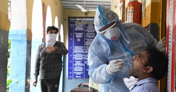 Mimo wysokiego tempa transmisji koronawirusa, szef berlińskiego Instytutu im. Roberta Kocha (RKI) wyraził we wtorek optymizm co do szans uniknięcia drugiej fali pandemii w Niemczech. Obostrzenia powróciły w miejscowości Guetersloh, największym obecnie ognisku wirusa.