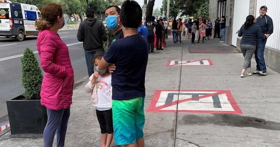 Trzęsienie ziemi o magnitudzie 7,4 nawiedziło we wtorek południowy Meksyk - poinformowały amerykańskie służby geologiczne. Wstrząsy odczuwalne były w stolicy kraju mieście Meksyk.