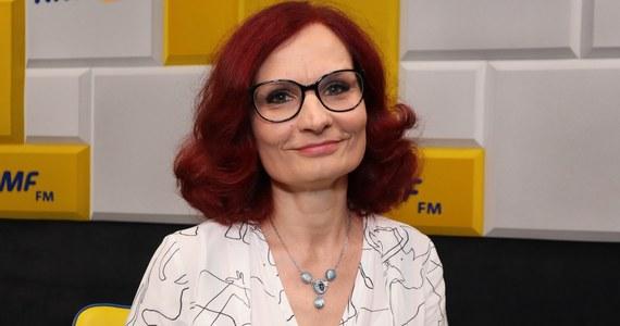 """""""Pewnie rekordu nie będzie z pewnych względów technicznych. Komisje będą miały dodatkowe zadanie, czyli rozpakowanie kopert, w których będą głównie karty do głosowania"""" - powiedziała w Popołudniowej rozmowie w RMF FM szefowa Krajowego Biura Wyborczego Magdalena Pietrzak."""
