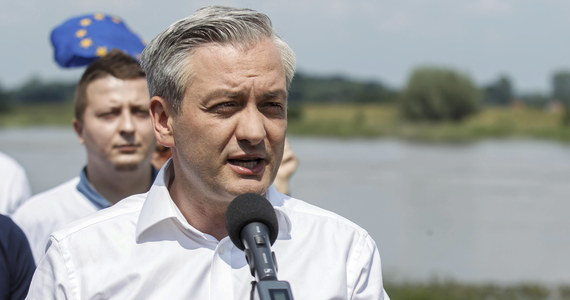 Będę zabiegał o mądre, rozważne gospodarowanie wodą tak, aby zagrożenia związane z katastrofą klimatyczną, które nawiedzają nasz kraj, były w większym stopniu kontrolowane - zapewnił w dolnośląskiej Oławie kandydat Lewicy na prezydenta Robert Biedroń.