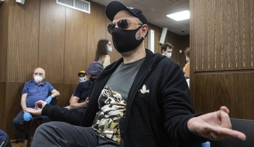 Na trzy lata pozbawienia wolności w zawieszeniu skazał w piątek sąd w Moskwie reżysera Kiriłła Sieriebriennikowa, jednego z najbardziej znanych rosyjskich twórców teatralnych. Sąd uznał, że reżyser i jego współpracownicy sprzeniewierzyli środki państwowe.