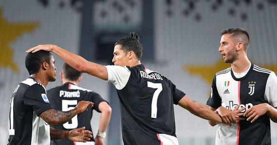Juventus Turyn, z Wojciechem Szczęsnym w bramce, pewnie pokonał u siebie Lecce 4:0 i umocnił się na prowadzeniu w ekstraklasie piłkarskiej Włoch. Obrońcy tytułu wyprzedzają już o siedem punktów Lazio Rzym, o 11 Inter Mediolan, a o 15 Atalantę Bergamo.