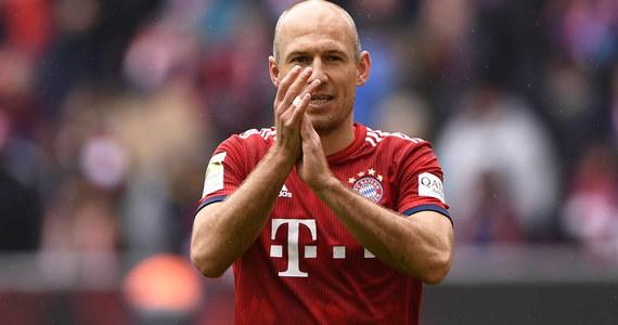 Zaskakujące decyzja Arjena Robbena. 36-letni piłkarz rok temu zakończył swoją karierę. Teraz jednak postanowił ją wznowić. Piłkarz chce grać od przyszłego sezonu w holenderskim FC Groningen.