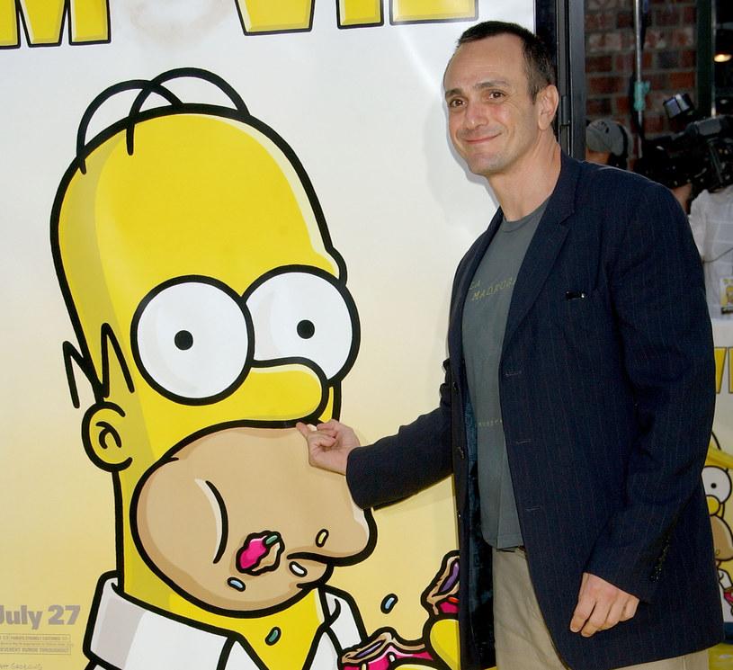 """Producent Matt Groening, twórca słynnej kreskówki, która wykpiwa amerykański styl życia, poruszony ruchem Black Lives Matter, stwierdził, że w serialu nie będzie już sytuacji, gdy """"biały"""" lektor dubbinguje postać o innym kolorze skóry."""