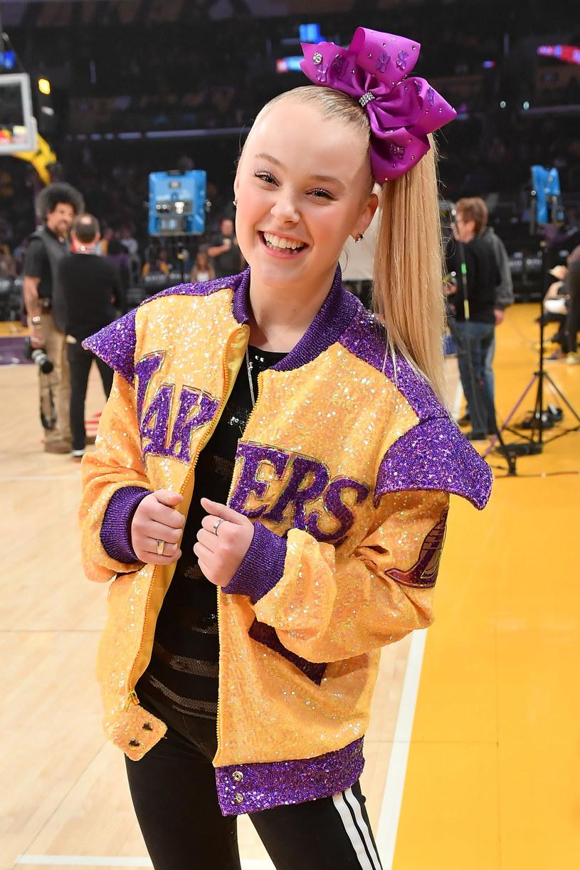 Obchodząca niedawno 17. urodziny JoJo Siwa zdecydowała się na zmianę wyglądu, który był jedną z jej wizytówek. To początek nowego etapu w życiu wokalistki, tancerki i youtuberki?