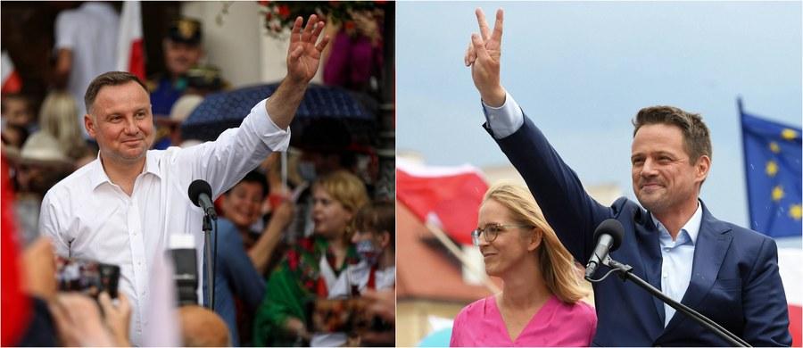 Do rozstrzygnięcia wyborów prezydenckich 2020 konieczna będzie II tura głosowania, a zmierzą się w niej Andrzej Duda i Rafał Trzaskowski! W dzisiejszej pierwszej turze urzędujący prezydent RP zdobył 41,8 procent głosów, kandydata Koalicji Obywatelskiej i prezydenta Warszawy poparło zaś 30,4 procent wyborców. Takie wyniki wskazuje exit poll dla największych stacji telewizyjnych. 28 czerwca 2020 roku okazał się prawdziwym świętem demokracji: frekwencja była bardzo wysoka, wyniosła 62,9 procent!