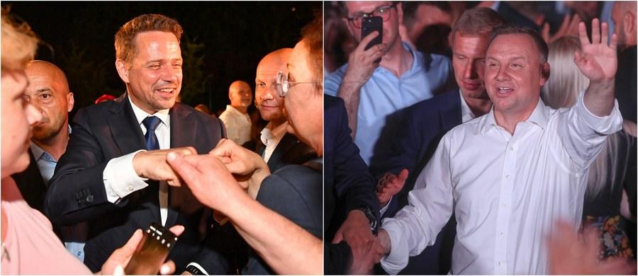 Pierwsza runda głosowania nie przyniosła ostatecznego rozstrzygnięcia, do wyłonienia zwycięzcy wyborów prezydenckich 2020 konieczna jest II tura: zmierzą się w niej urzędujący prezydent Andrzej Duda i kandydat Koalicji Obywatelskiej Rafał Trzaskowski! Który z nich wyjdzie z tego pojedynku zwycięsko, dowiemy się 12 lipca. Już teraz jednak mamy dla Was pierwsze sondaże dot. wyborczej dogrywki!