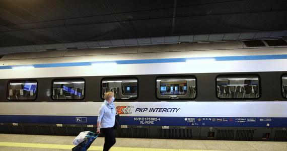 Nowe połączenia, szybszy dojazd nad morze i w góry, więcej pociągów między dużymi miastami oraz powrót połączeń międzynarodowych - zapowiada PKP Intercity S.A w wakacyjnym rozkładzie jazdy. Zaczął obowiązywać od 14 czerwca. A będzie obowiązywał do  29 sierpnia.