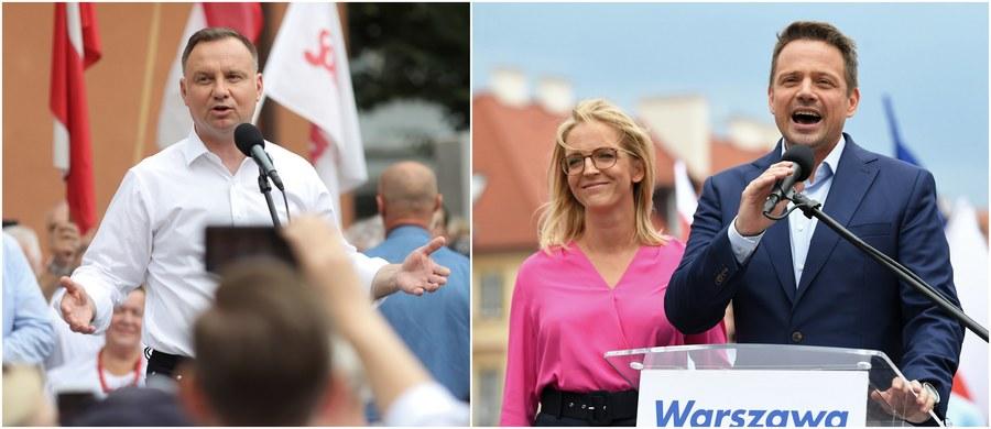 Andrzej Duda uzyskał poparcie 43,5 procent Polaków, na Rafała Trzaskowskiego zagłosowało 30,46 procent wyborców: to już ostateczne wyniki pierwszej tury wyborów prezydenckich 2020. Podała je właśnie Państwowa Komisja Wyborcza. Frekwencja, przypomnijmy, wyniosła 64,51 procent: oznacza to, że byliśmy bliscy pobicia rekordu sprzed 25 lat.