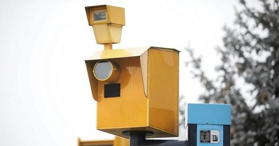 """Niewskazanie kierującego pojazdem sfotografowanym przez fotoradar nie będzie już wykroczeniem, tylko deliktem administracyjnym. Grzywna będzie dwa razy większa niż obecnie - pisze """"Dziennik Gazeta Prawna""""."""