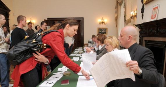 W Wielkiej Brytanii w pierwszej turze wyborów prezydenckich wygrał Rafał Trzaskowski, wyprzedzając Szymona Hołownię i Andrzeja Dudę - wynika z protokołów opublikowanych w nocy z poniedziałku na wtorek przez Państwową Komisję Wyborczą.