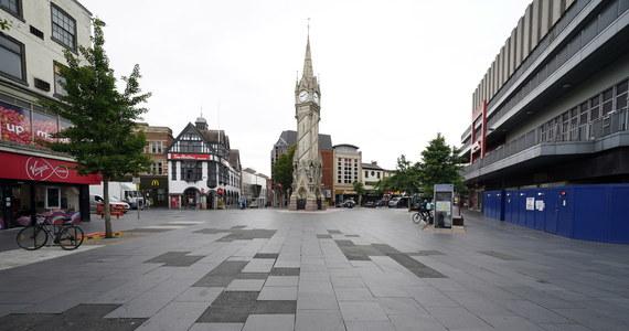 Pierwsza lokalna blokada w Wielkiej Brytanii. Wprowadza go na terenie 300-tysięcznego miasta Leicester w środkowej Anglii. Poziom zakażeń koronawirusa jest tam trzy razy większy niż w innych miejscowościach o podobnym zagęszczeniu ludności.