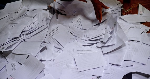 Łącznie do spisów wyborców przed II turą wyborów prezydenckich wpisało się dodatkowo ponad 140 tys. wyborców. W tej chwili w spisach wyborców znajduje się 515 894 wyborców - poinformował w komunikacie resort spraw zagranicznych.