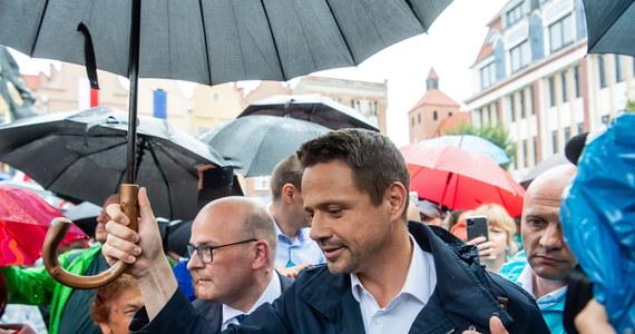 Rafał Trzaskowski, kandydat Koalicji Obywatelskiej na prezydenta, zaapelował do kandydatów opozycyjnych o rozmowę o programie. Szczególny apel skierował do Szymona Hołowni. Będę gotów uwzględnić w naszym programie wasze postulaty - zapewnił.