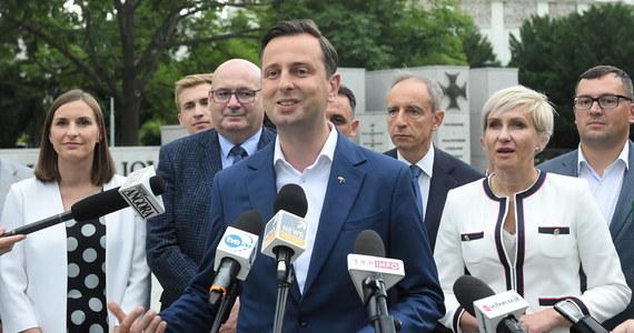 Stoimy po stronie demokratycznego państwa i wartości konstytucyjnych. Oczekujemy poważnej debaty pomiędzy kandydatami, którzy weszli do II tury wyborów prezydenckich. Wiemy, że moi wyborcy zachowają się przyzwoicie - oświadczył prezes PSL Władysław Kosiniak-Kamysz.