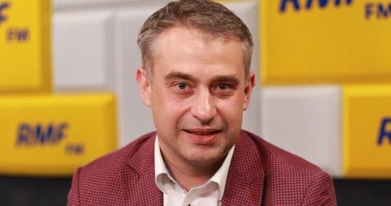 """""""To jest złość. Kto by był zadowolony z takiego wyniku"""" – mówi Krzysztof Gawkowski, gość Popołudniowej rozmowy w RMF FM, komentując w ten sposób wynik kandydata Lewicy w wyborach prezydenckich. Przypomnijmy, Robert Biedroń uzyskał w niedzielnym głosowaniu 2,22 proc. głosów. """"To jest wynik, które nikt się nie spodziewał"""" – przyznaje przewodniczący klubu Lewicy, który zarazem broni Biedronia: """"Wykonał kawał pracy, przejechał dużą część Polski. Mówił mądrze""""."""