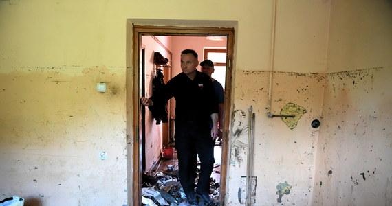 """""""Przyjechałem na Podkarpacie, na tereny zniszczone przez powódź, bo to nie sztuka być wtedy, kiedy wszystko się dobrze dzieje. Nikt, kogo dotknęło nieszczęście nie zostanie bez pomocy"""" - napisał we wtorek prezydent Andrzej Duda."""