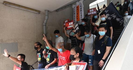 """Wprowadzone przez Chiny nowe, """"drakońskie"""" prawo o bezpieczeństwie w Hongkongu """"zniszczyło"""" jego dotychczasową autonomię - oświadczył szef amerykańskiej dyplomacji Mike Pompeo. Opracowane w Pekinie i narzucone Hongkongowi prawo o bezpieczeństwie państwowym zostało we wtorek opublikowane w dzienniku urzędowym i weszło w życie."""