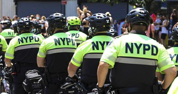 Burmistrz Nowego Jorku Bill de Blasio przedstawił budżet miasta w nowym roku finansowym w wysokości 88,1 mld dolarów. Uwzględnia on obcięcie o miliard dolarów wydatków na policję.
