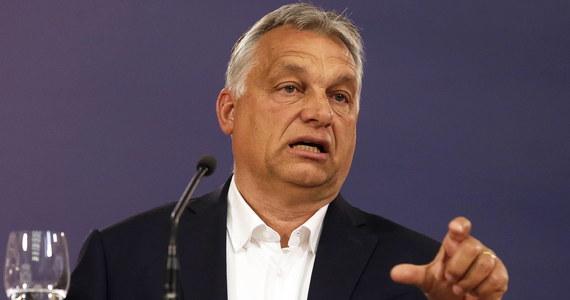 Wzrosło zadowolenie Węgrów z pracy premiera Viktora Orbana, co jest skutkiem działań ochronnych rządu w związku z pandemią koronawirusa. Obecnie z pracy premiera jest zadowolonych 62 proc. ankietowanych - wynika z sondażu Instytutu Nezoepont.